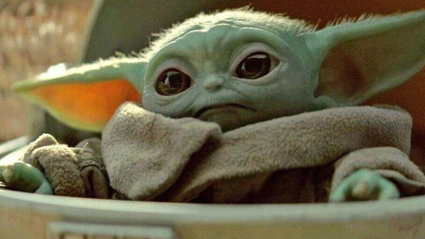 Baby Yoda é um personagem de The Mandalorian que ganhou a internet com a fofura dele. (Fonte: Disney+/Reprodução)