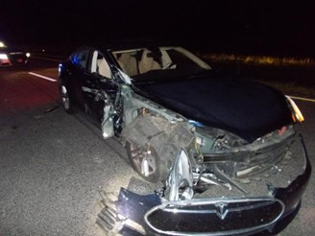 Carro da Tesla após a batida