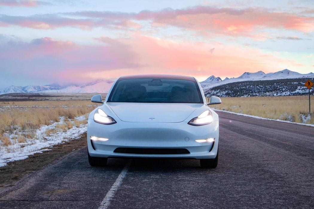 Imagem de um dos modelos da Tesla.