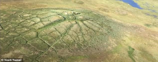 """Um bolsão de permafrost, ou """"pingo"""", que pode ser a origem das crateras (Fonte: Vesti Yamal/Reprodução)"""