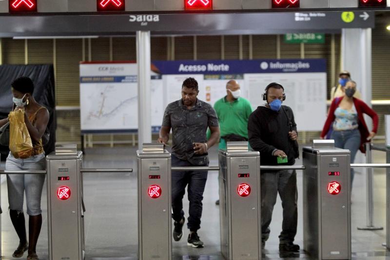 Transporte público é um dos locais mais propensos a contaminações pelo novo coronavírus