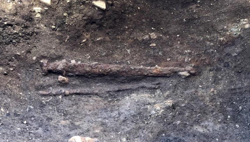 Espada foi depositada ao lado esquerdo do guerreiro viking. (Fonte: NTNU)