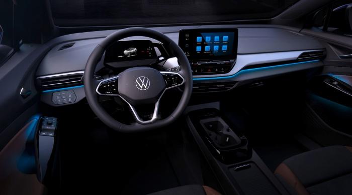 """A tela """"flutuante"""" na parte central funciona como central multimídia e controla outras funções do carro."""