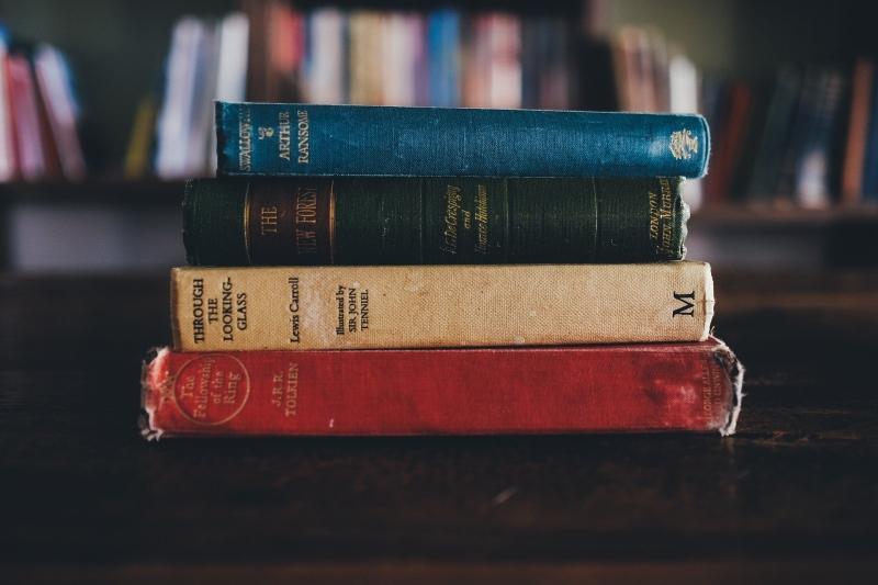 Vírus sobrevivem no máximo 3 dias dentro dos livros ou nas capas