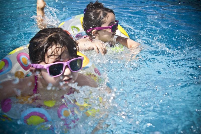 A água não transmite o novo coronavírus, mas evite as aglomerações