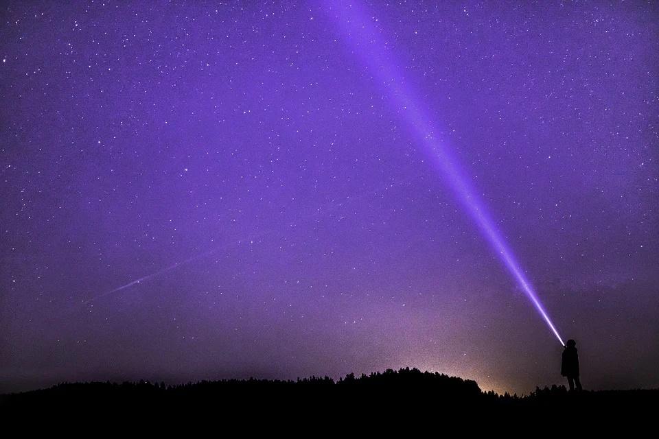 Astrônomos rastreiam milhões de estrelas em busca de alienígenas