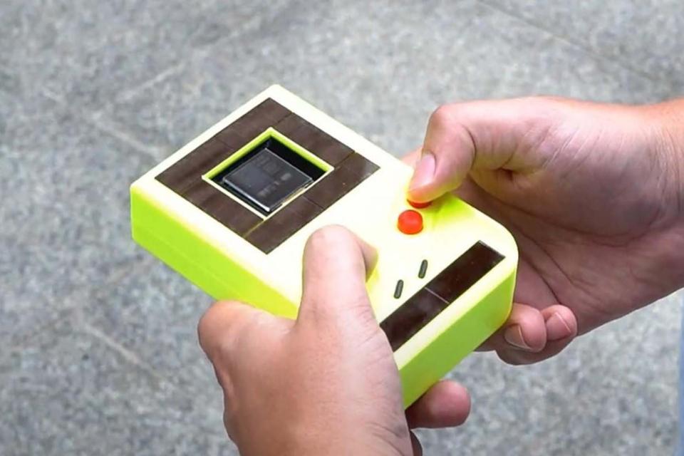 Programadores criam Game Boy que funciona sem bateria