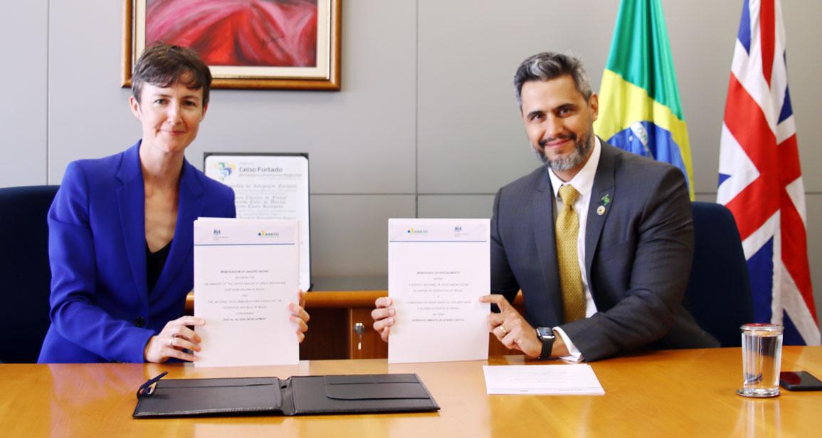 Liz Davidson e Leonardo de Morais, durante a cerimônia de assinatura do Memorando de Entendimento.