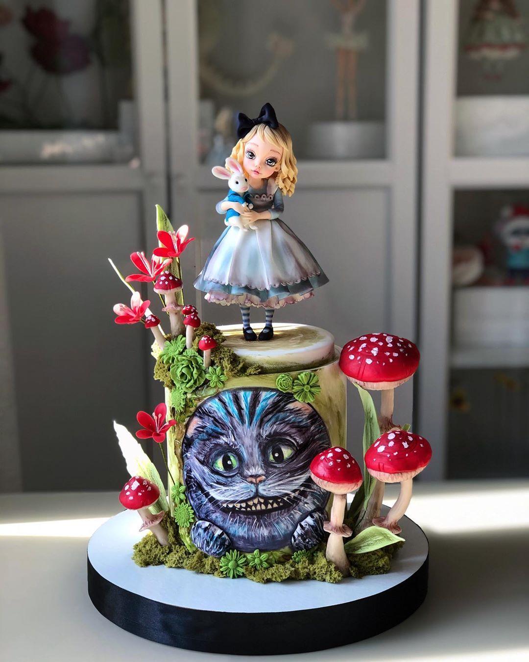 Um bolo perfeito para tomar um chá com a Rainha de Copas (Fonte: Instagram/Reprodução)