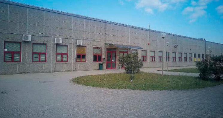 Call center que será transformado em supersala de julgamento (Fonte: Gazzetta del Sud/Reprodução)