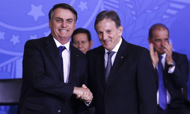 Presidente dos Correios, Floriano Peixoto diz que segue posicionamento do governo e opinião da sociedade.