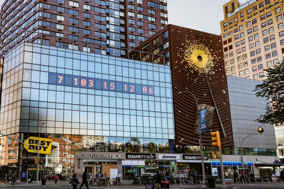 Relógio em Nova York mostra tempo restante para colapso climático