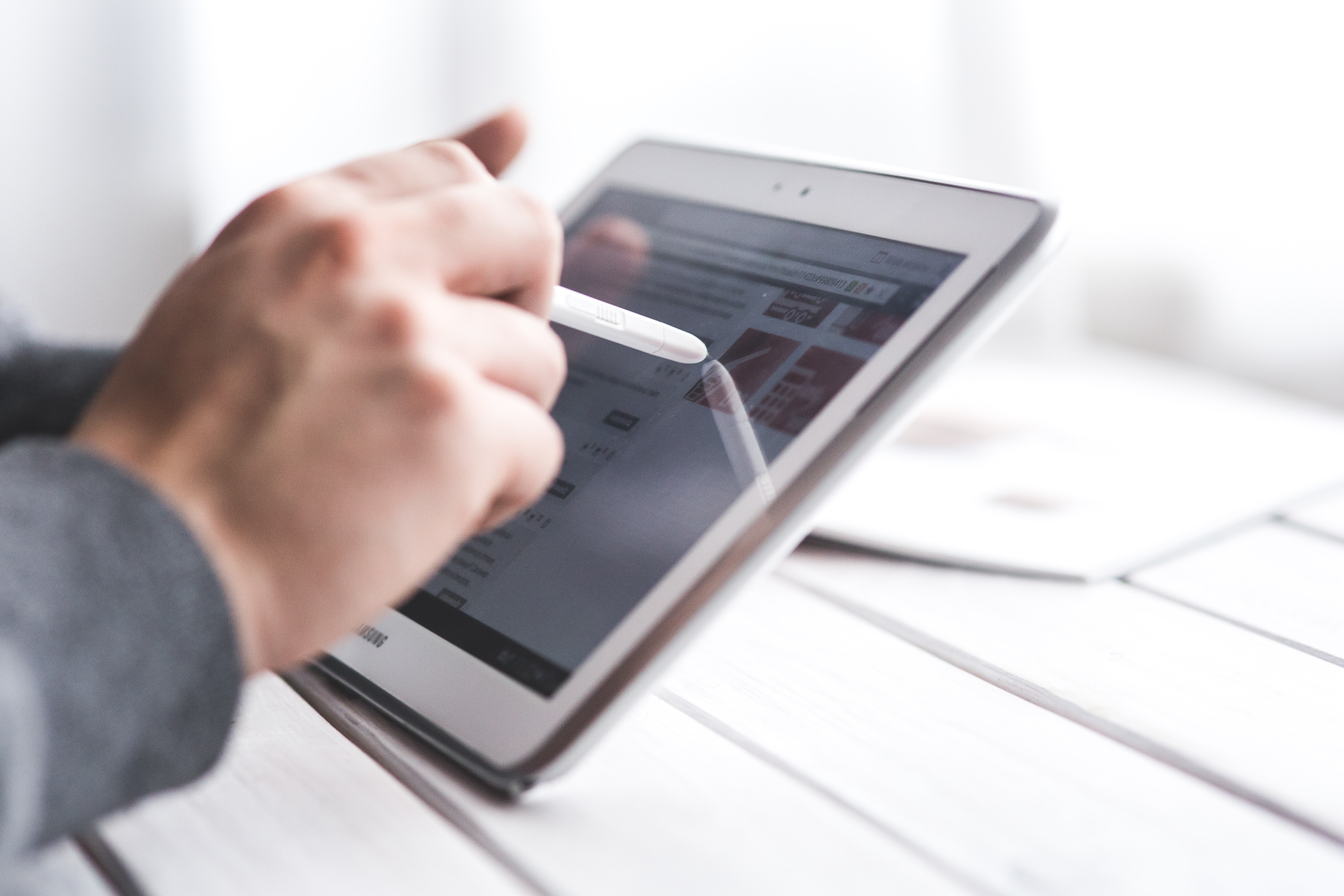 Modelos mais avançados de tablets trazem uma caneta especial para anotações.