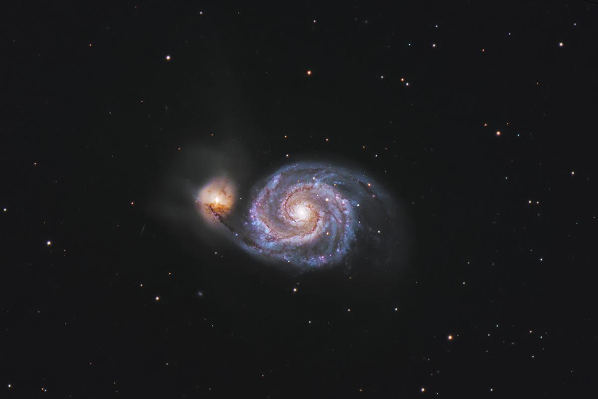 M51, galáxia na qual o sistema binário e o M51-ULS-1b se encontram.
