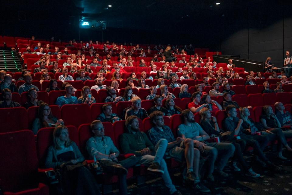 Cineastas assinam carta em apoio aos donos de cinema dos EUA