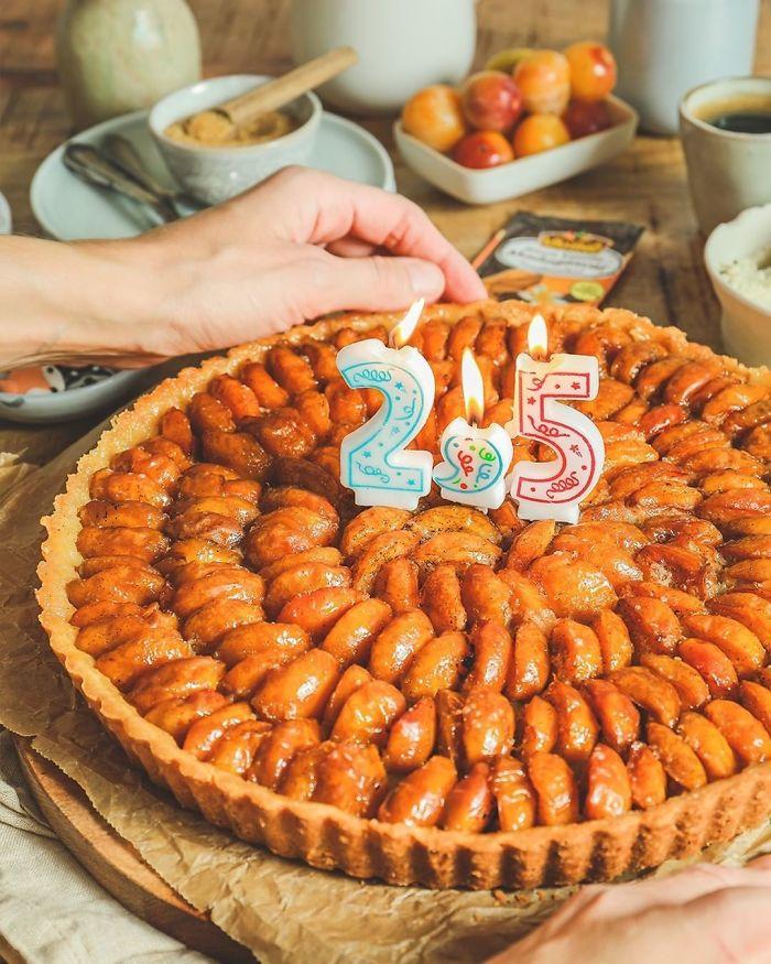 A vela de meio-aniversário oficializa qualquer desculpa para celebrar (Fonte: Vahinedesserts/reprodução)