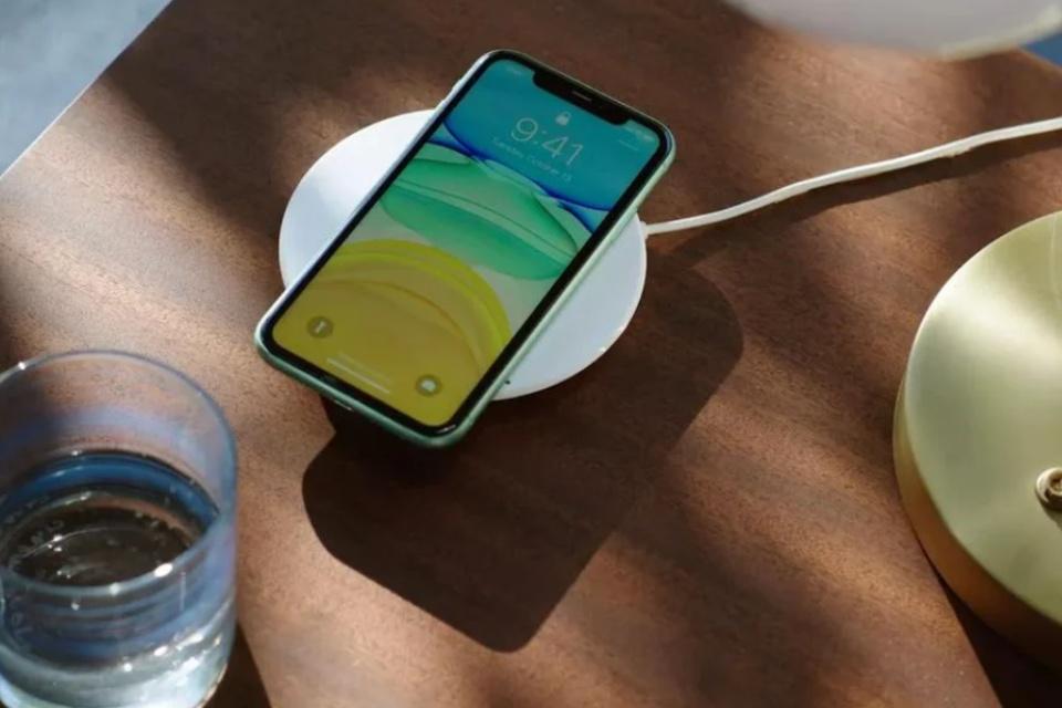 iPhone 12: Apple revive MagSafe com carregador magnético