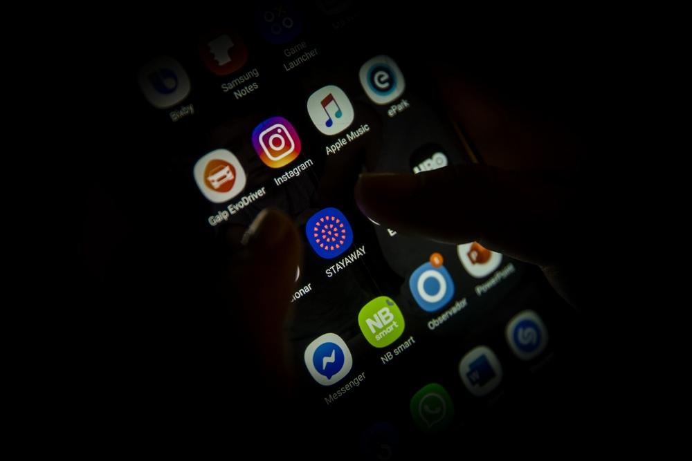 O aumento de downloads do app Stayaway Covid está sendo visto como uma resposta à possível obrigatoriedade de seu uso.