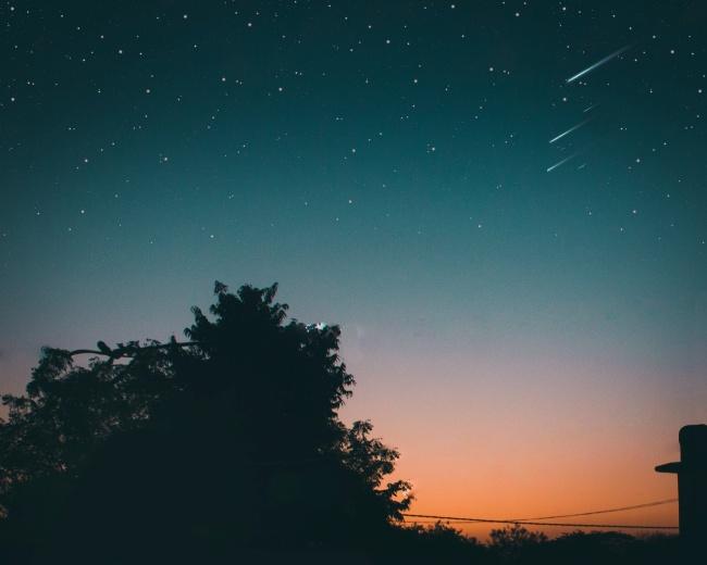 A observação dos bólidos só é possível se o céu estiver limpo.