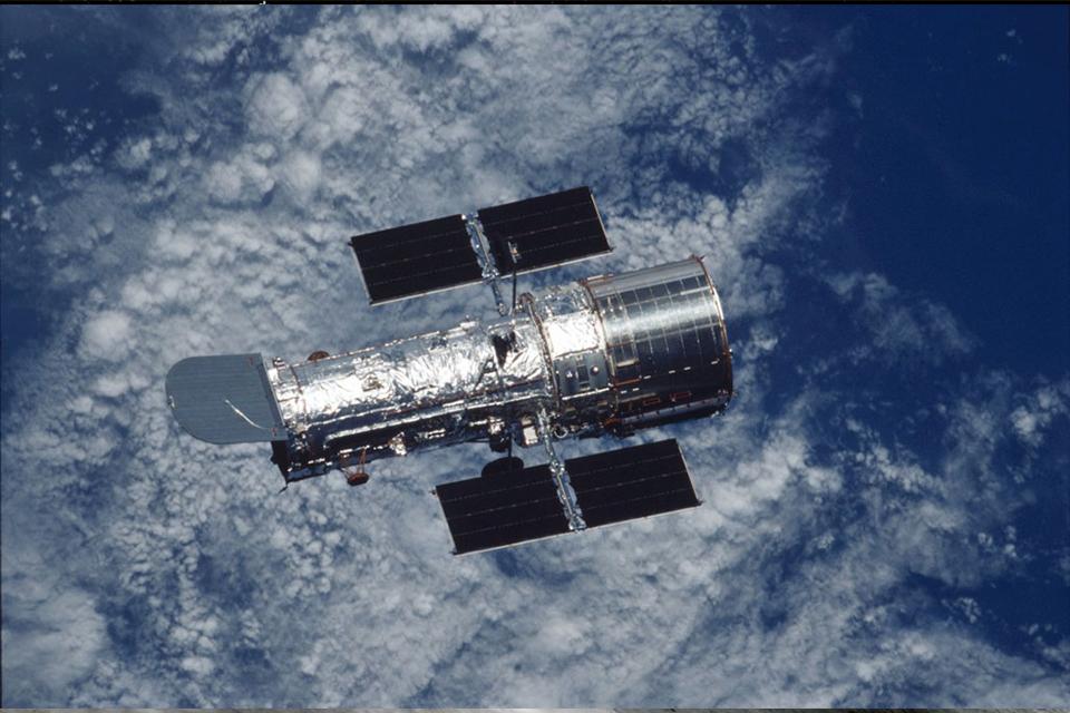 Telescópio Hubble registra 'tromba d'água' cósmica em imagem