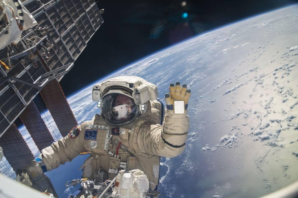 Cosmonautas passam por apuros em noite azarada na ISS