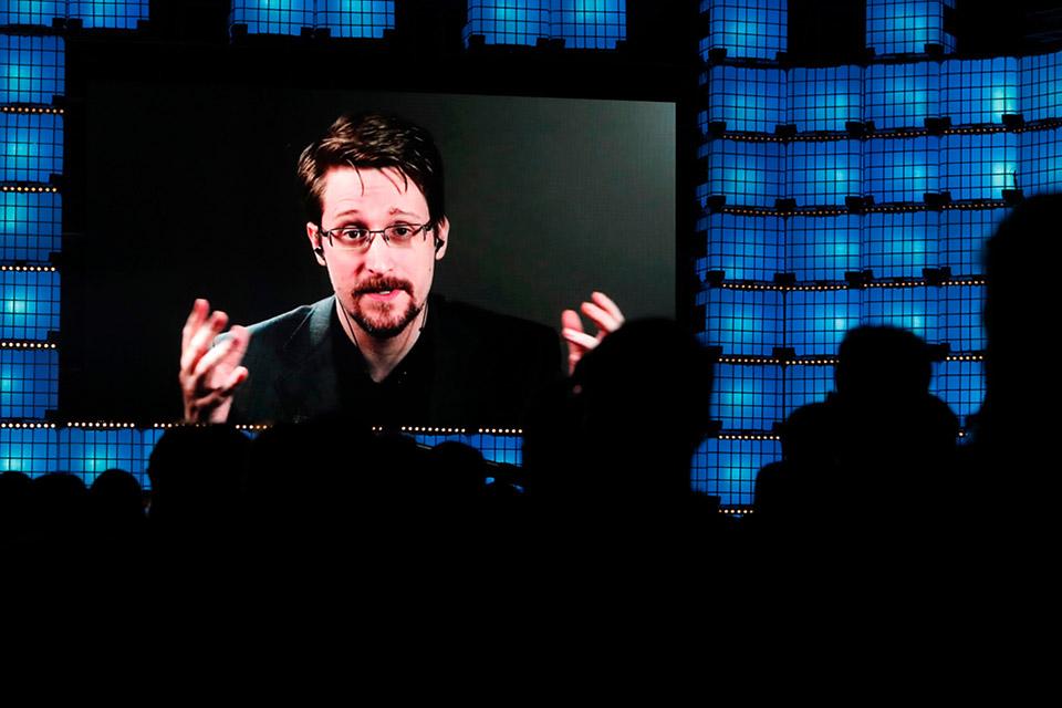 Snowden consegue residência permanente na Rússia