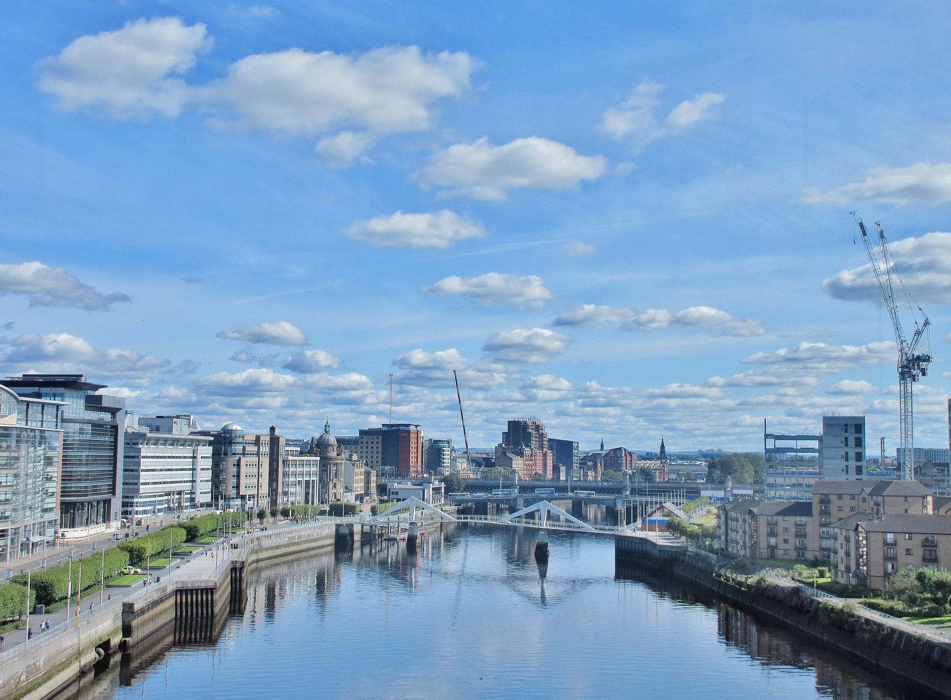 Glasgow pretende eliminar veículos poluentes até 2030.