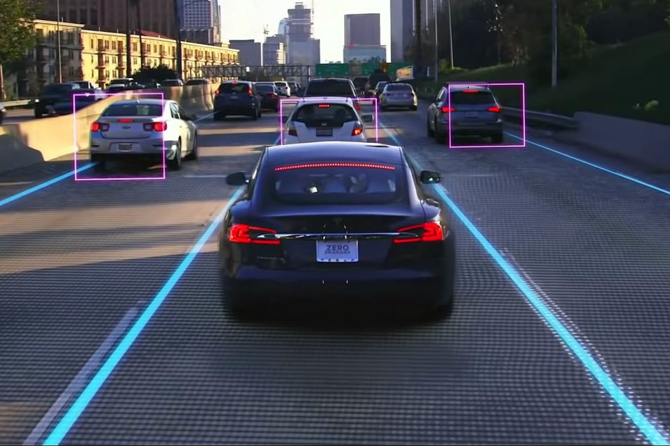 Novo Autopilot da Tesla está coletando imensa quantidade de dados