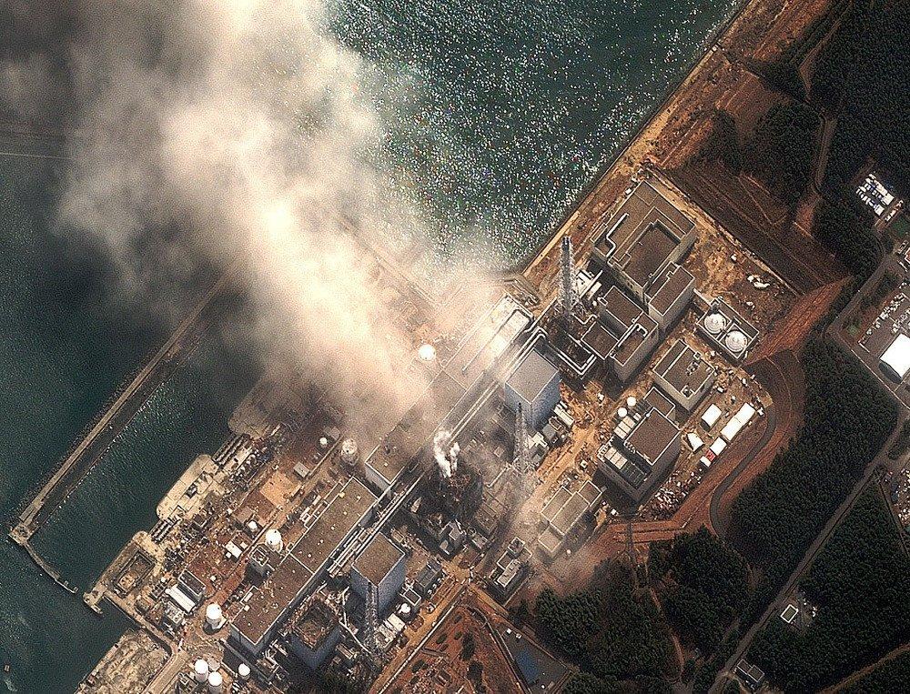 Duas explosões fizeram falhar os sistemas de resfriamento em três reatores, contaminando toda a região.