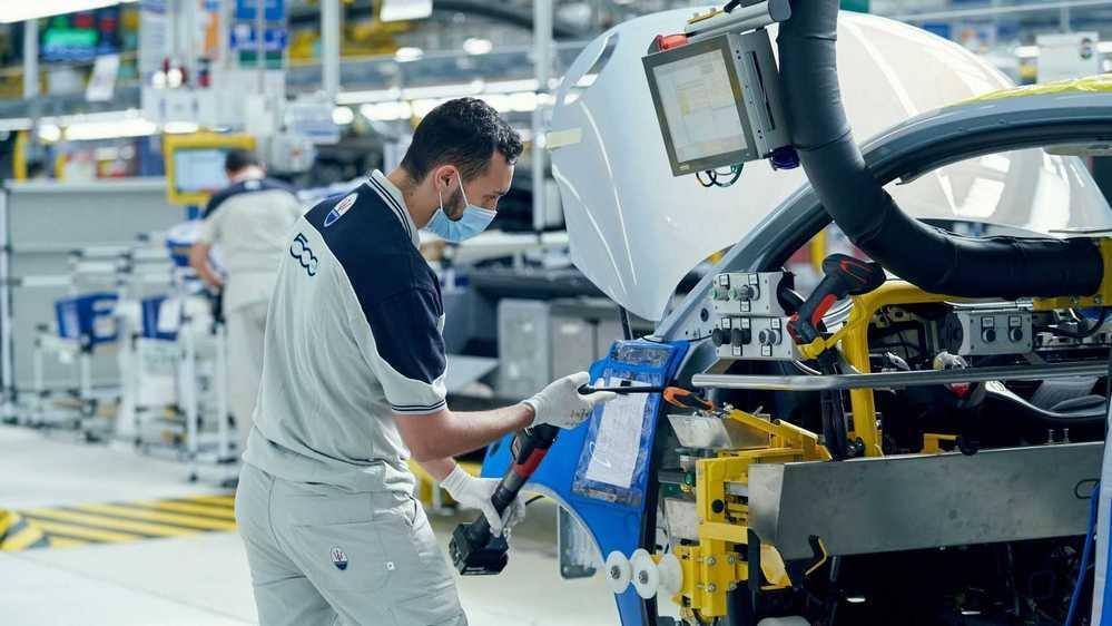 A montadora espera produzir em Torino cerca de 80 mil carros elétricos por ano.