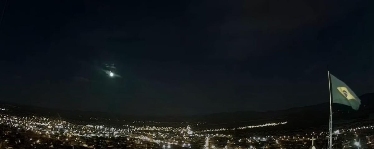 Imagem de: Meteoro corta o céu da Bahia e assusta moradores; veja vídeo