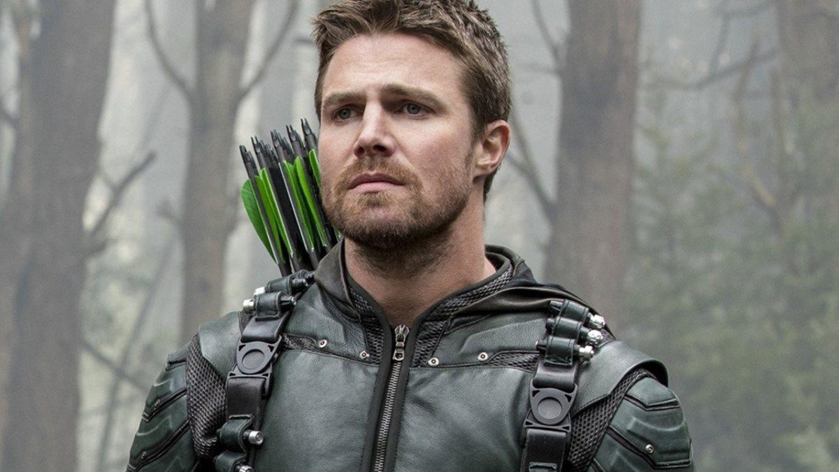 Amell no papel de Oliver Queen, em Arrow. (Fonte: The CW/Reprodução)