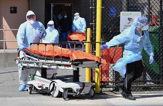 Doctors at Wyckoff Heights Medical Center in New York took the bodies of covid-19 victims to a refrigerated truck in April this year.