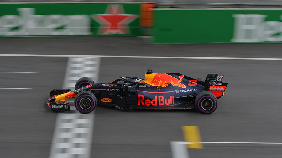 O energético Red Bull patrocina diversos esportes em todo mundo para reforçar a imagem de desempenho (Fonte: Emperornie/Reprodução)