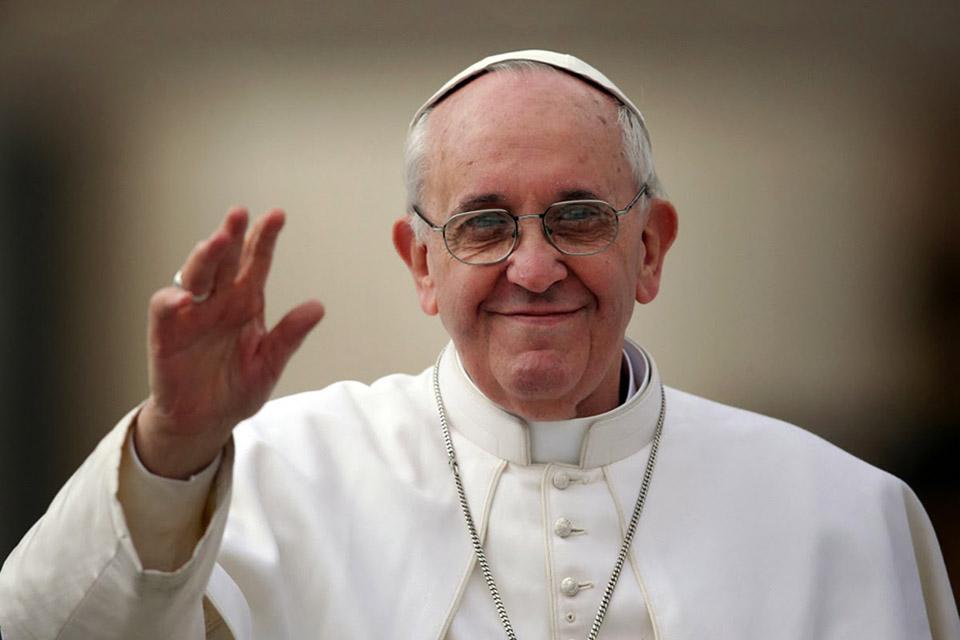 Papa Francisco pede orações para robôs e IA