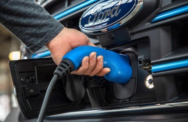 A bateria do E-Transit é de 67 kWh.
