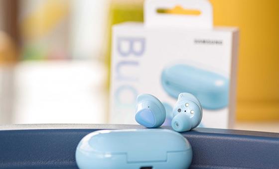 Fone de ouvido Galaxy Buds Plus na versão azul celeste