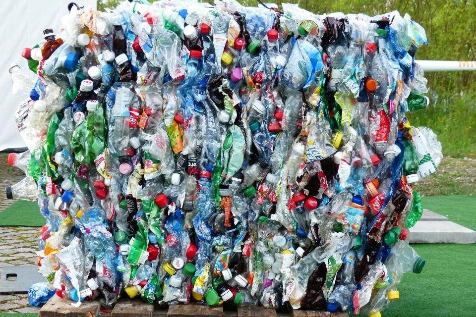 Plástico não é a única ameaça ao meio ambiente, alertam especialistas