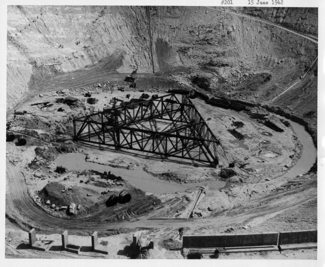 Construção da estrutura, em 1962. (Fonte: Universidade da Flórida Central/Divulgação)
