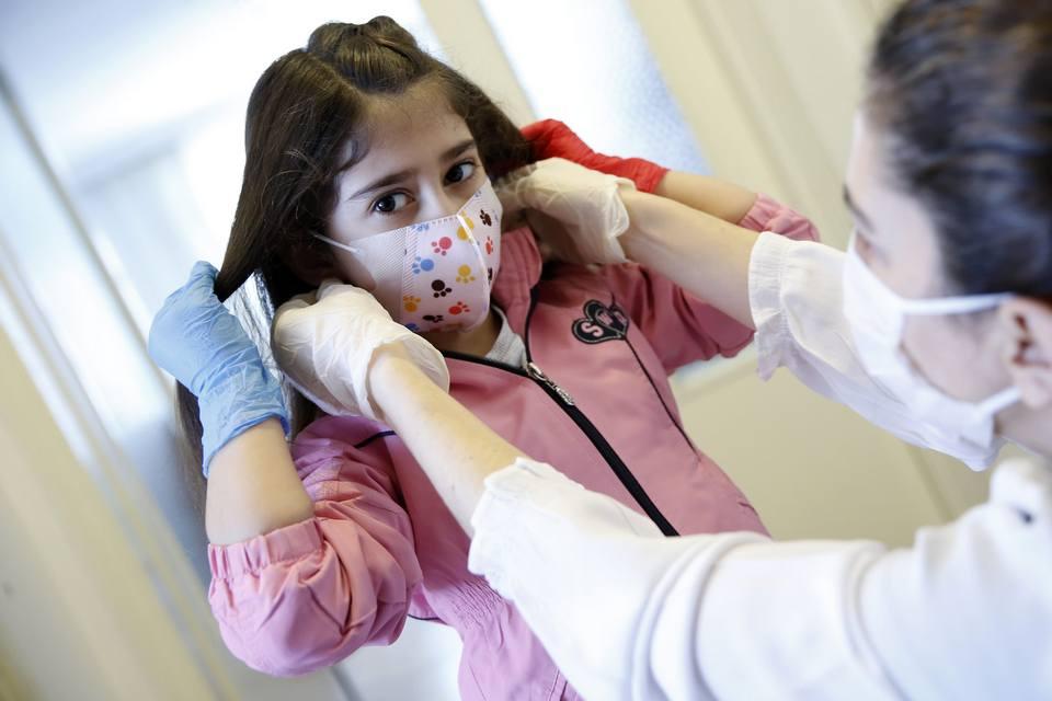 Sem covid-19, 3 crianças desenvolvem anticorpos contra a doença