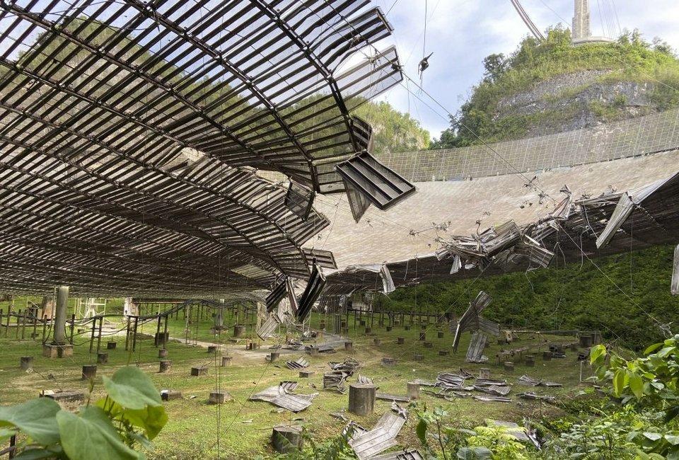 Gigantesco radiotelescópio de Arecibo será fechado e demolido