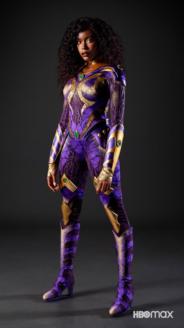 É a primeira vez que a personagem ganha um traje feito para live-action. (Fonte: HBO Max/Divulgação)