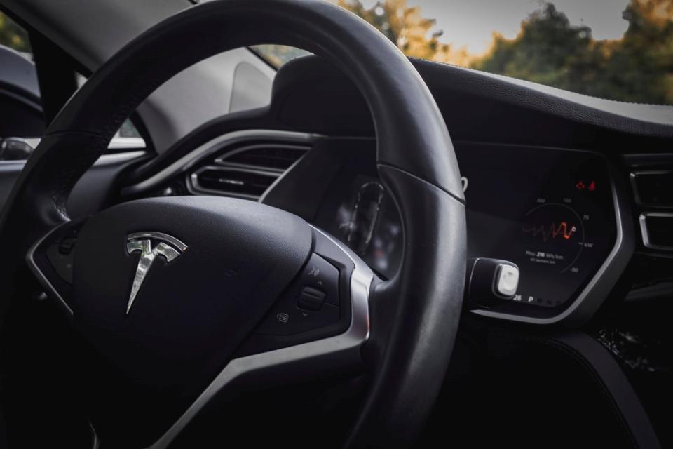 Guerra: Tesla terá que competir com VW por carro elétrico barato