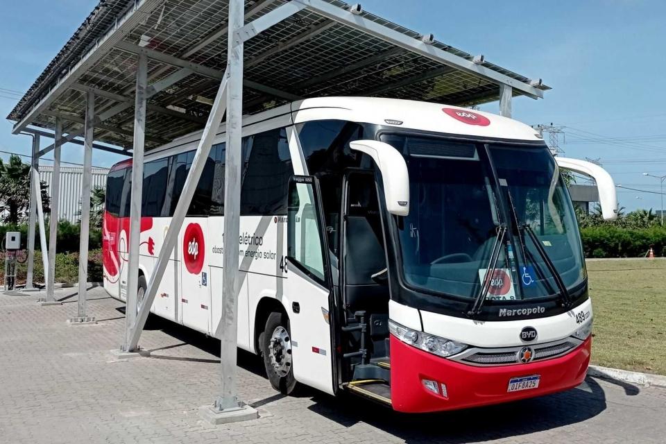 Ceará recebe 1º ônibus 100% elétrico movido a energia solar
