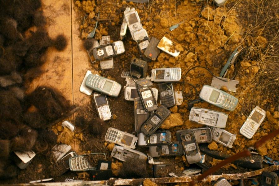 O descarte irregular de componentes eletrônicos e baterias são extremamente prejudiciais ao meio ambiente.