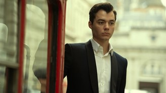Pennyworth airs the 2x2 episode next Sunday (20). (Reproduction)