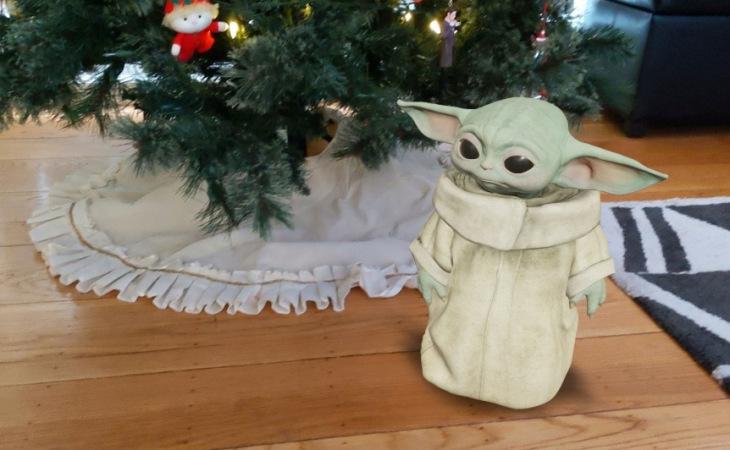 Baby Yoda já está preparado para o Natal.