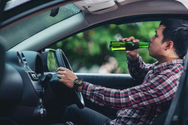 Hoomem alcoolizado dirigindo