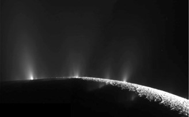 Gêiseres de Enceladus.