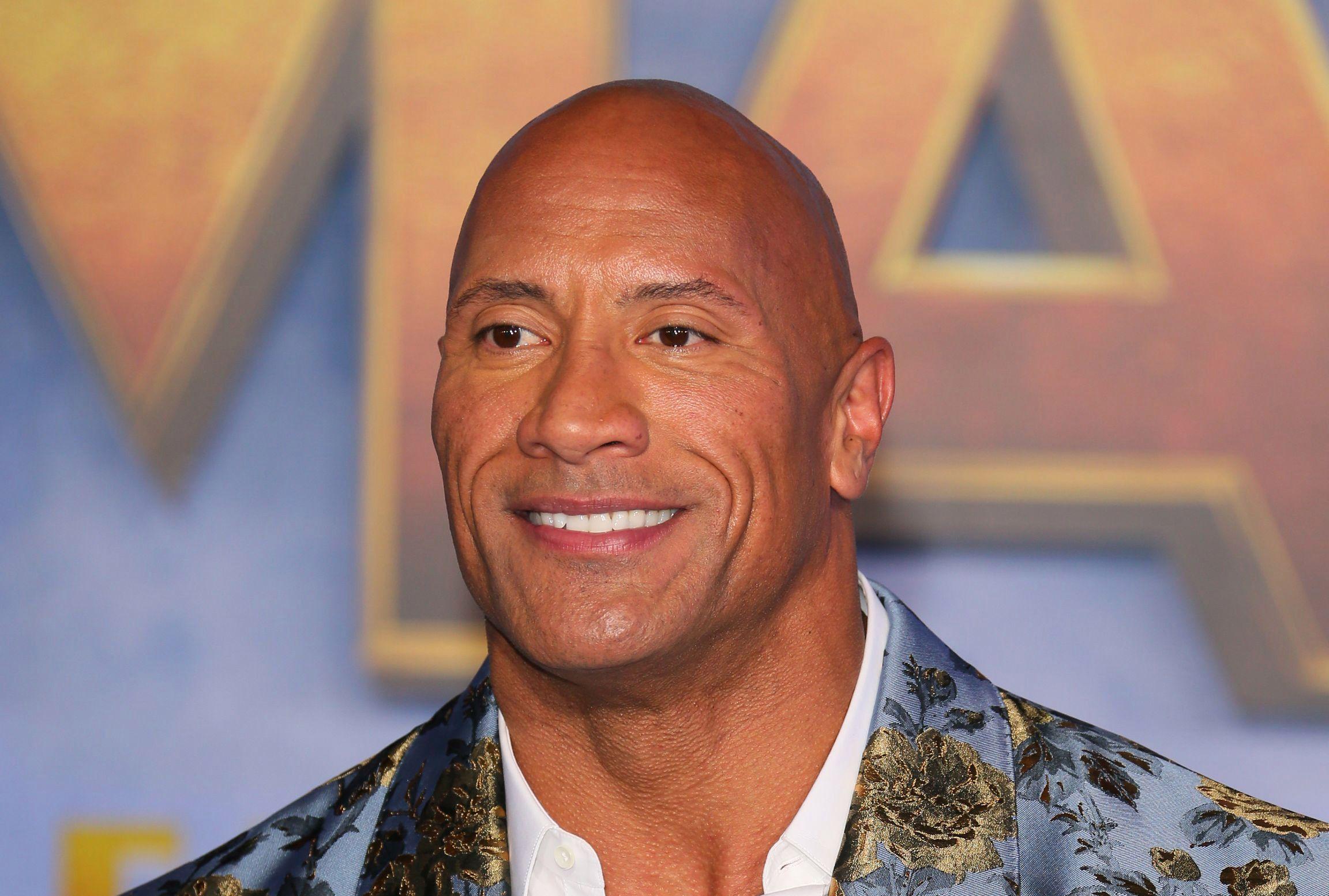 The Rock é um dos atores mais famosos do mundo (Fonte: The Sun/Reprodução)
